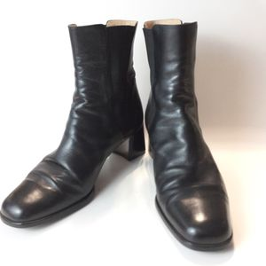 Bloomingdales Black Leather Italian Boots booties size 8.5---- 38.5 for Sale in Commerce, CA