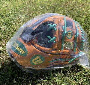 "NWT Wilson A2K MC26 11.75"" Baseball Glove for Sale in Frederick, MD"