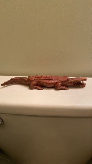 Vintage Wood Alligator Sculpture. for Sale in East Haven, CT