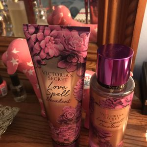 NEW VS LOVE SPELL BODY MIST SETS CONTACT ME FOR DETAILS !! for Sale in Sebring, FL