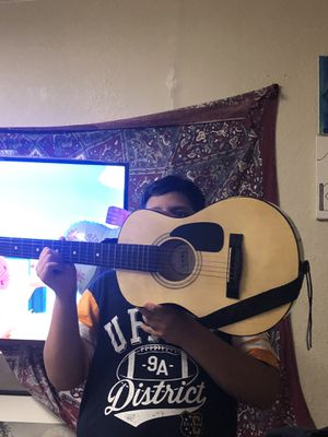 First Act kids guitar 🎸 for Sale in Salinas, CA