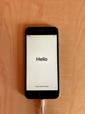 Space Gray Apple iPhone 6S for Sale in Phoenix, AZ