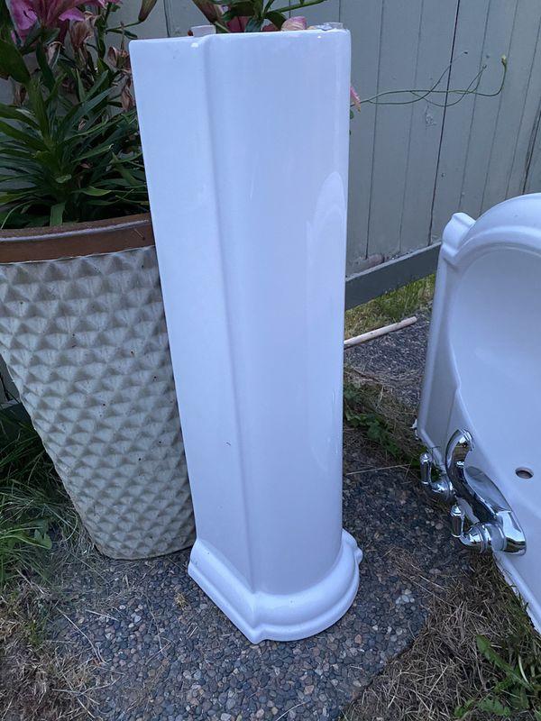 Pedestal Sink w/ Faucet