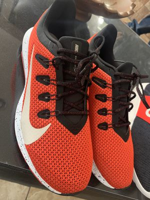 NIKE MENS QUEST RUNNING SHOES ,(red)#40$ for Sale in Dallas, TX