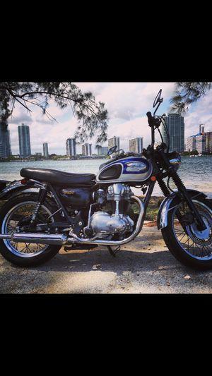 2000 Kawasaki W650 retro 650cc motorcycle for Sale in Miami, FL