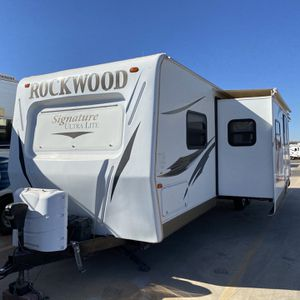 2012 Forest River Rockwood Signature Ultra-Lite 31' Travel-Trailer for Sale in Chandler, AZ
