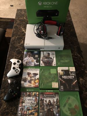 Xbox one bundle 2 controllers 9 games usb chords rechargeable batteries and a headset for Sale in Philadelphia, PA