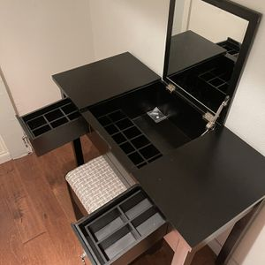 Makeup Vanity With Drawers And Storage for Sale in Burbank, CA