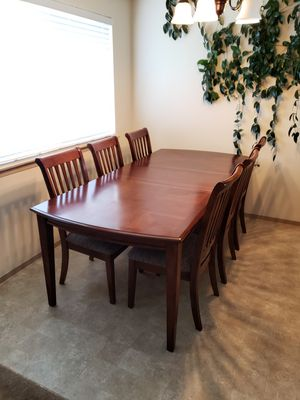 Table With 6 Chairs for Dining Room (LIKE NEW, HARDLY USED) for Sale in Auburn, WA