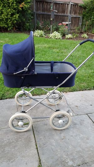 Emmaljunga Baby Basinett and Stroller seat for Sale in Silver Spring, MD
