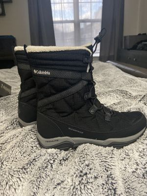 Columbia waterproof winter boots size 6 for girls for Sale in Schaumburg, IL