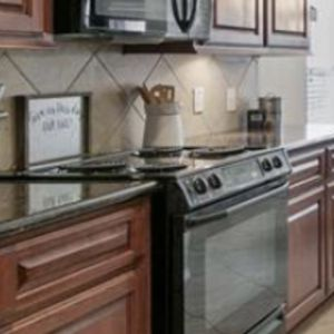 Electric Stove And Over-the-Top Microwave for Sale in Humble, TX