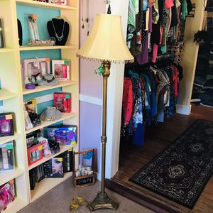 "60"" Tall Ornate Formal Floor Lamp for Sale in Mount Dora, FL"