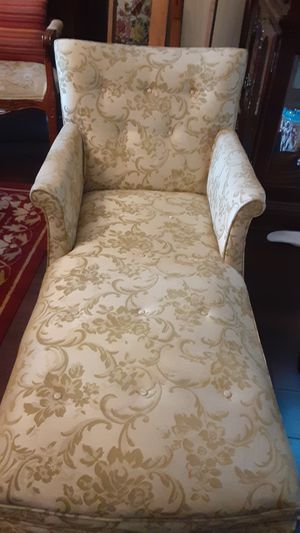 Antique Lounge chair for Sale in Converse, TX