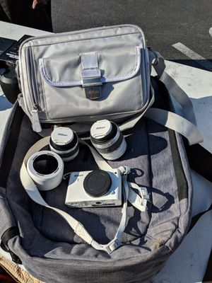Nikon 1 mirrorless camera with extra lenses and carrying bag for Sale in Millbrae, CA