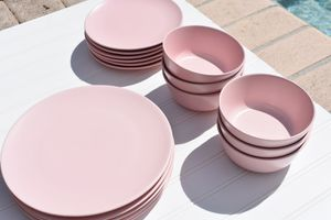 Last chance for this BRAND NEW DISH SET for Sale in Hollywood, FL