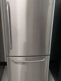 Ge 30in Stainless Steel Bottom Freezer Refrigerator Used Good Condition 90days Warranty for Sale in Washington,  DC
