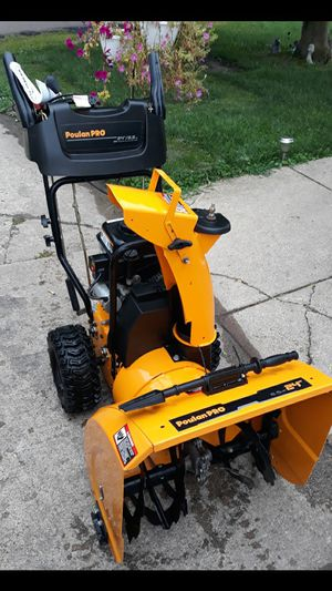 """LIKE-NEW Poulan Pro 24"""" Inch 2-Stage Snowblower W/Electric Start for Sale in Aurora, IL"""
