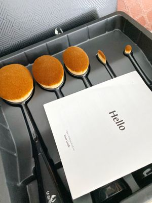 NEW U spicy 5 makeup brush set for Sale in San Francisco, CA