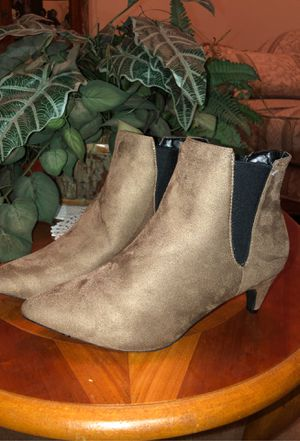 New light brown ankle boots great for winter time size 6 $12 for Sale in Fresno, CA