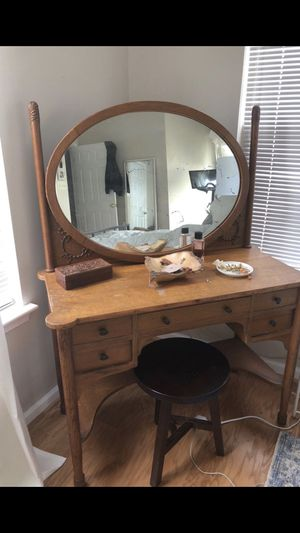 Vintage vanity for Sale in Fort Belvoir, VA