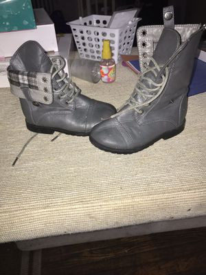 Baby girl boots for Sale in Hamtramck, MI