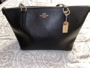 Like new Black leather authentic Coach tote for Sale in Renton, WA