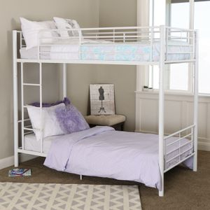 White Twin Over Twin Metal Bunk Beds for Sale in Fresno, CA
