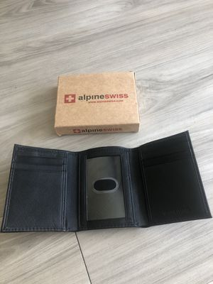 Alpine Swiss men's trifold leather wallet for Sale in Tampa, FL