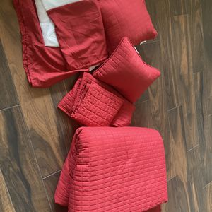 King Sized Red Bedspread for Sale in Goodyear, AZ