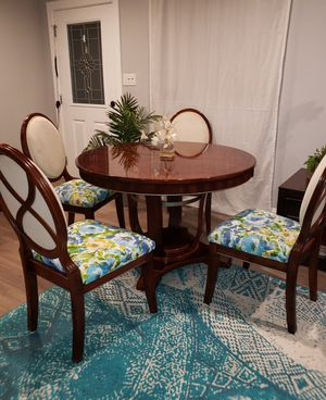 Large Contemporary round wooden table and chairs dining room set for Sale in Altamonte Springs, FL