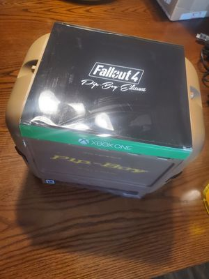 Fallout 4 game and collectible pip boy! Mint! for Sale in Conklin, NY