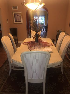 White wood dinning room set for Sale in Downers Grove, IL