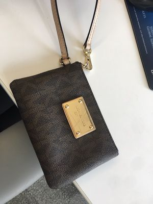 Michael Kors Wristlet for Sale in Cambridge, MA
