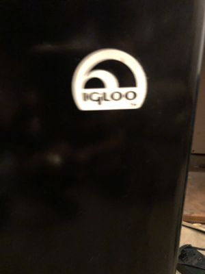 IGLOO 3 foot mini REFRIGERATOR/Freezer . Never used plastic still on top for Sale in Antioch, CA