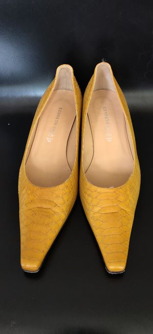 Kenneth Cole Genuine leather size 8 for Sale in Seattle, WA