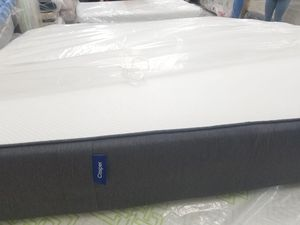 Colchón y base queen memory foam camper for Sale in Houston, TX