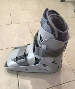 New Medical Boot. SP Walker. Size large. Right foot. Brand new ( for Sale in Redwood City, CA