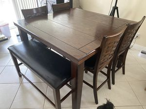 Dining table for Sale in Rancho Cucamonga, CA