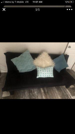 Black Tufted Futon w/Throw Pillows for Sale in Jonesboro, GA