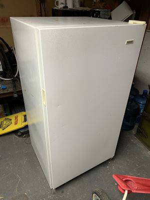Upright freezer for Sale in Highland, CA