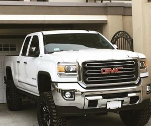 2015 GMC 2500 front grille slt version (like brand new) for Sale in Murrieta, CA