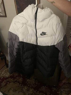 Nike jacket like new for Sale in North Miami Beach, FL