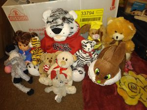 Clean stuffed animals and a doll for Sale in Mesa, AZ