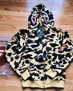 Bape Hoodie (large) for Sale in Cary,  NC