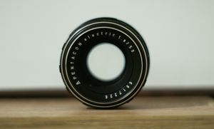 Pentacon Electric 50mm 1.8 for Sale in Los Angeles, CA