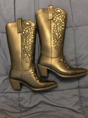 New in box size 7W gold and black cowgirl boots for Sale in DARLINGTN HTS, VA