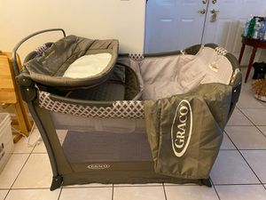 Graco pack n play AND basinett for Sale in Miramar, FL
