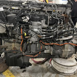 Freightliner Cascadia 2018 DD15 engine parts for sele for Sale in Palos Heights, IL