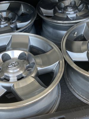 FJ Toyota wheels set of 5 for Sale in Orondo, WA